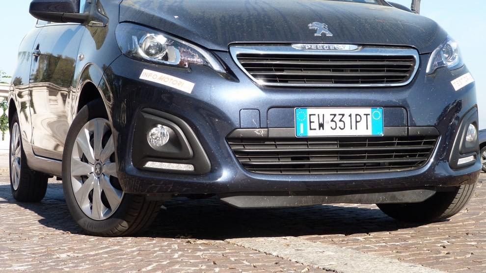 Peugeot 108 prova su strada, prezzi ed equipaggiamenti - Foto 16 di 31