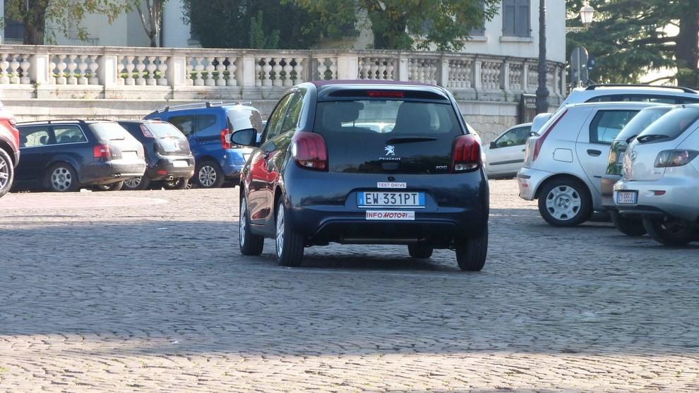 Peugeot 108 prova su strada, prezzi ed equipaggiamenti - Foto 15 di 31