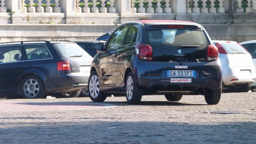 Peugeot 108 prova su strada, prezzi ed equipaggiamenti - Foto 17 di 31