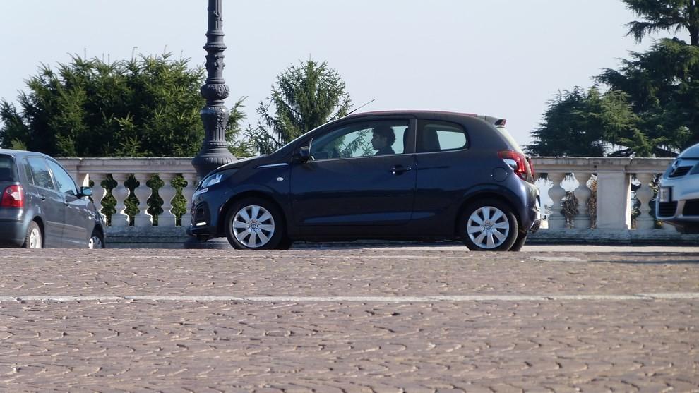 Peugeot 108 prova su strada, prezzi ed equipaggiamenti - Foto 18 di 31