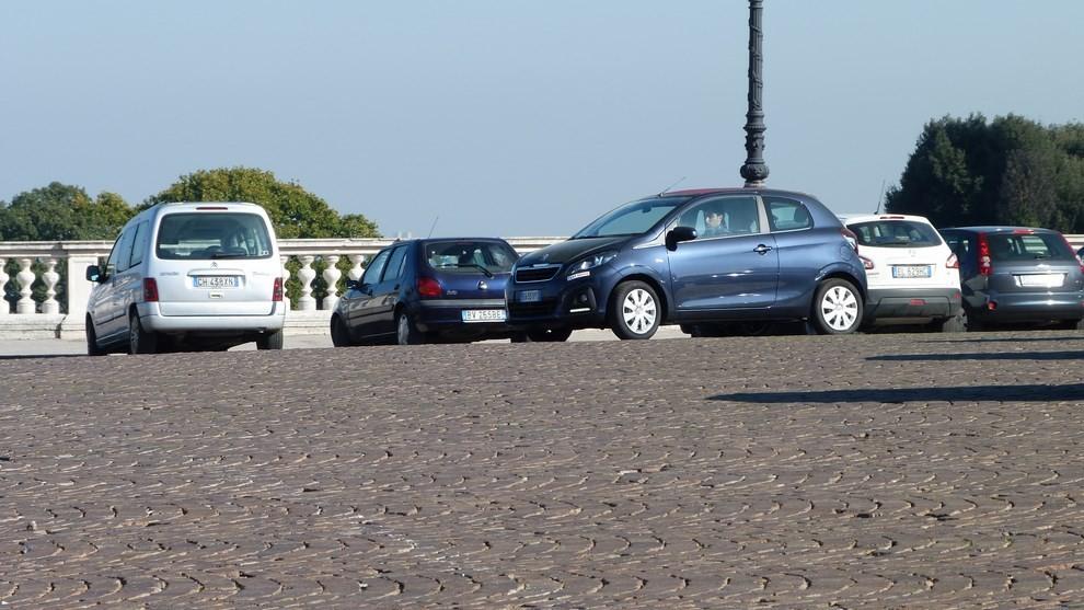 Peugeot 108 prova su strada, prezzi ed equipaggiamenti - Foto 19 di 31