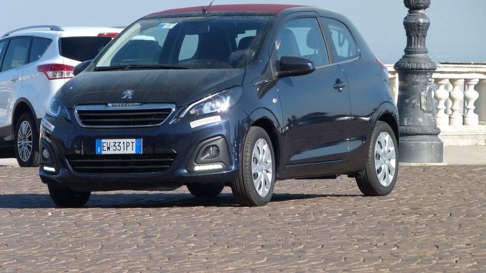 Peugeot 108 prova su strada, prezzi ed equipaggiamenti - Foto 20 di 31