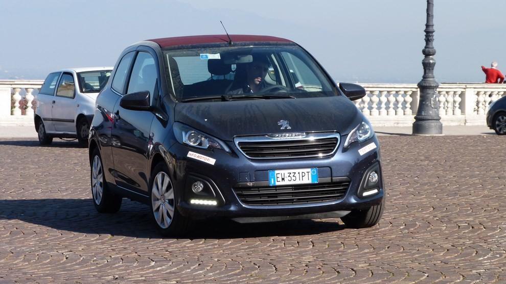 Peugeot 108 prova su strada, prezzi ed equipaggiamenti - Foto 21 di 31
