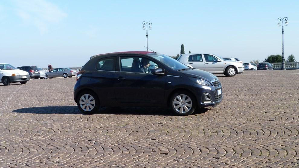 Peugeot 108 prova su strada, prezzi ed equipaggiamenti - Foto 22 di 31