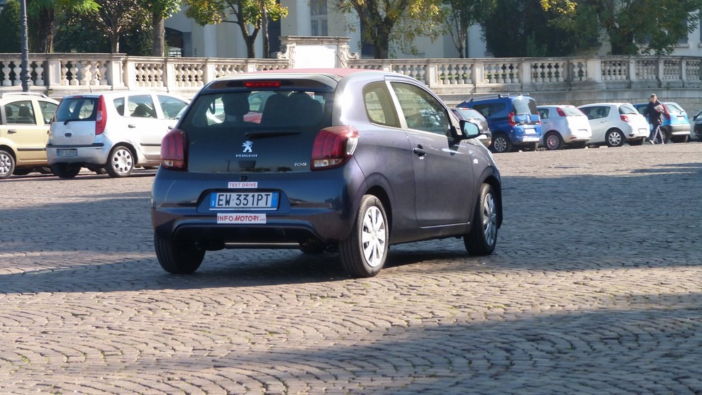 Peugeot 108 prova su strada, prezzi ed equipaggiamenti - Foto 23 di 31