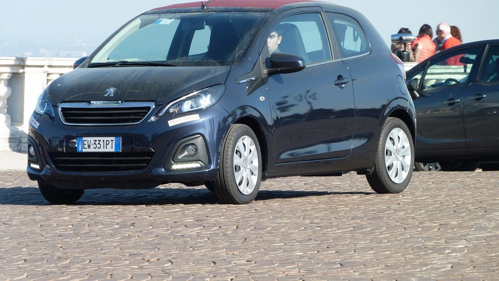 Peugeot 108 prova su strada, prezzi ed equipaggiamenti - Foto 25 di 31