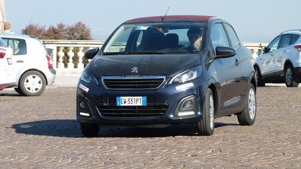 Peugeot 108 prova su strada, prezzi ed equipaggiamenti - Foto 26 di 31