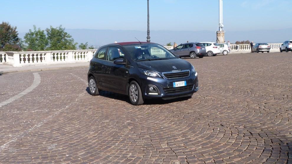 Peugeot 108 prova su strada, prezzi ed equipaggiamenti - Foto 28 di 31