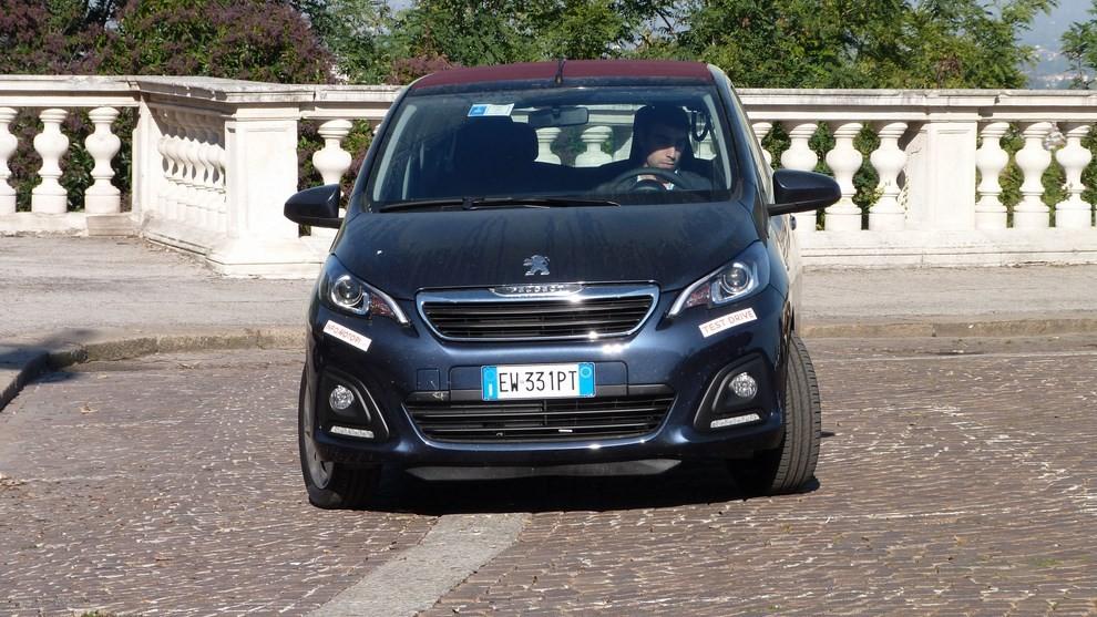 Peugeot 108 prova su strada, prezzi ed equipaggiamenti - Foto 29 di 31