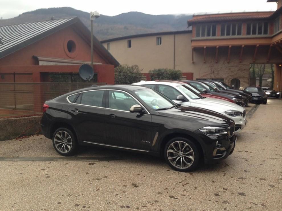 Nuova BMW X6 prova su strada, motorizzazioni e prezzi da 70.890 euro - Foto 2 di 25
