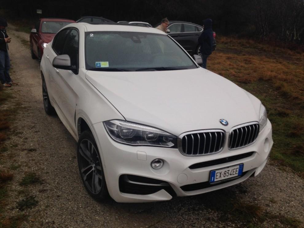 Nuova BMW X6 prova su strada, motorizzazioni e prezzi da 70.890 euro - Foto 18 di 25