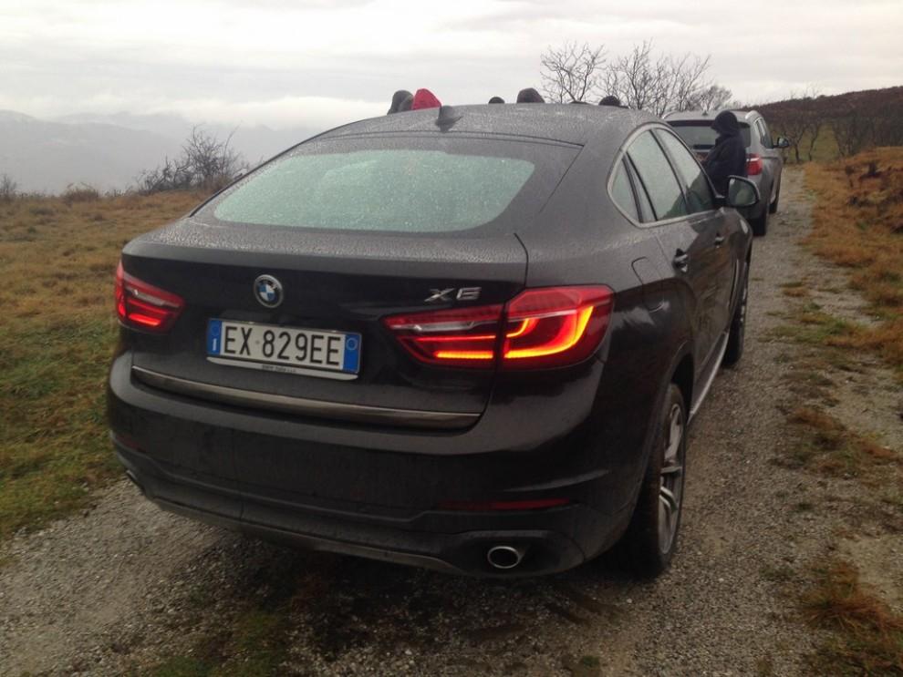 Nuova BMW X6 prova su strada, motorizzazioni e prezzi da 70.890 euro - Foto 19 di 25