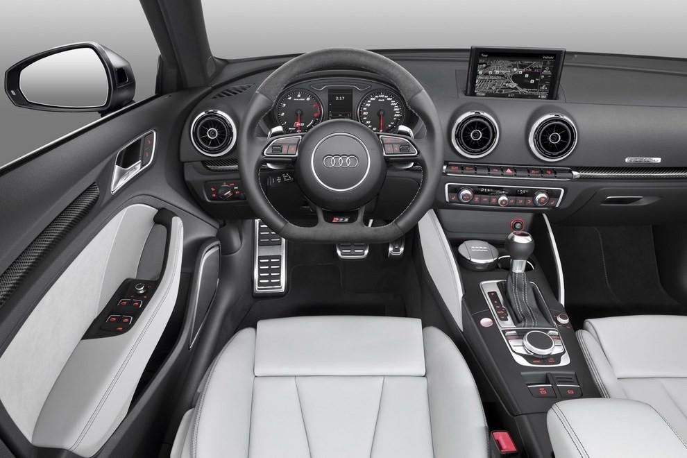 Audi RS 3 Sportback debutta la top di gamma dell'Audi A3 - Foto 10 di 11