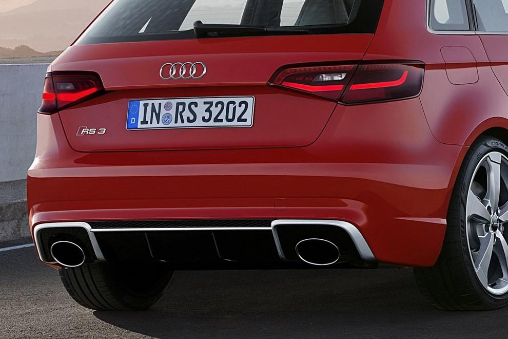 Audi RS 3 Sportback debutta la top di gamma dell'Audi A3 - Foto 5 di 11