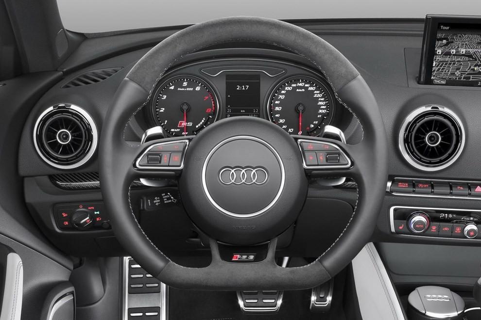 Audi RS 3 Sportback debutta la top di gamma dell'Audi A3 - Foto 6 di 11