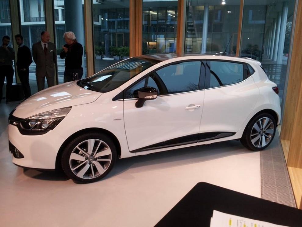 Renault clio costume national ledizione limitata da 18.440 euro