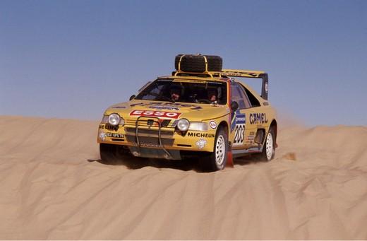 Parigi-Dakar 1990, addio con vittoria per la 405 T16 Grand Raid