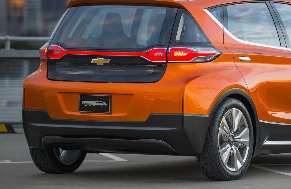 Chevrolet Bolt EV: l'elettrica per il salone di Detroit - Foto 2 di 10