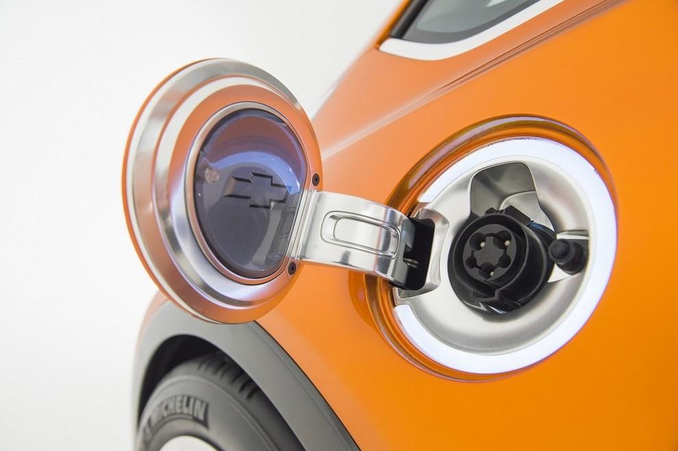 Chevrolet Bolt EV: l'elettrica per il salone di Detroit - Foto 5 di 10
