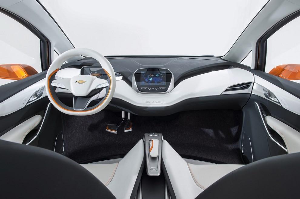 Chevrolet Bolt EV: l'elettrica per il salone di Detroit - Foto 9 di 10