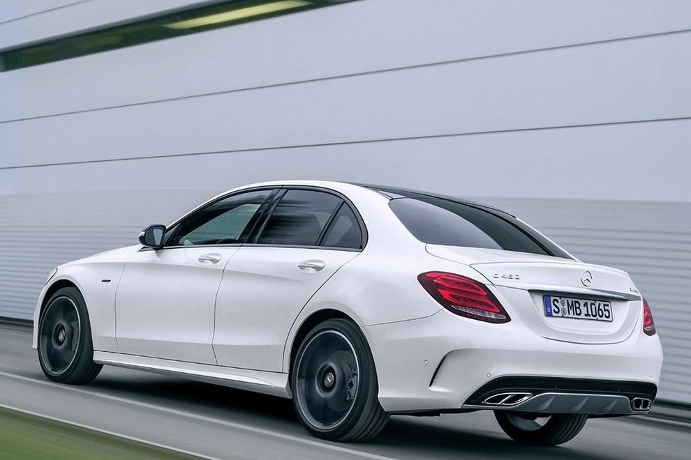 Mercedes Classe C 450 AMG: la nuova versione sportiva - Foto 13 di 16