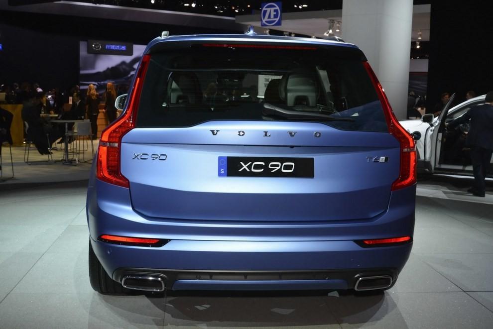 Volvo XC90 R-Design: il suv si veste sportivo - Foto 3 di 11