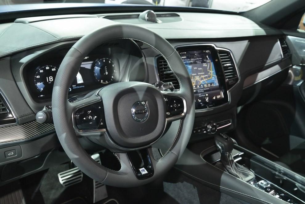 Volvo XC90 R-Design: il suv si veste sportivo - Foto 6 di 11