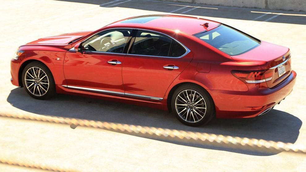 Lexus LS: tutti gli allestimenti, i motori ed i prezzi - Foto 2 di 3