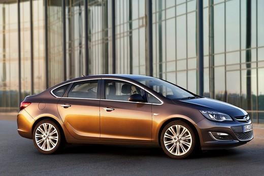 Opel Astra Sedan, nuova berlina 3 volumi di Opel