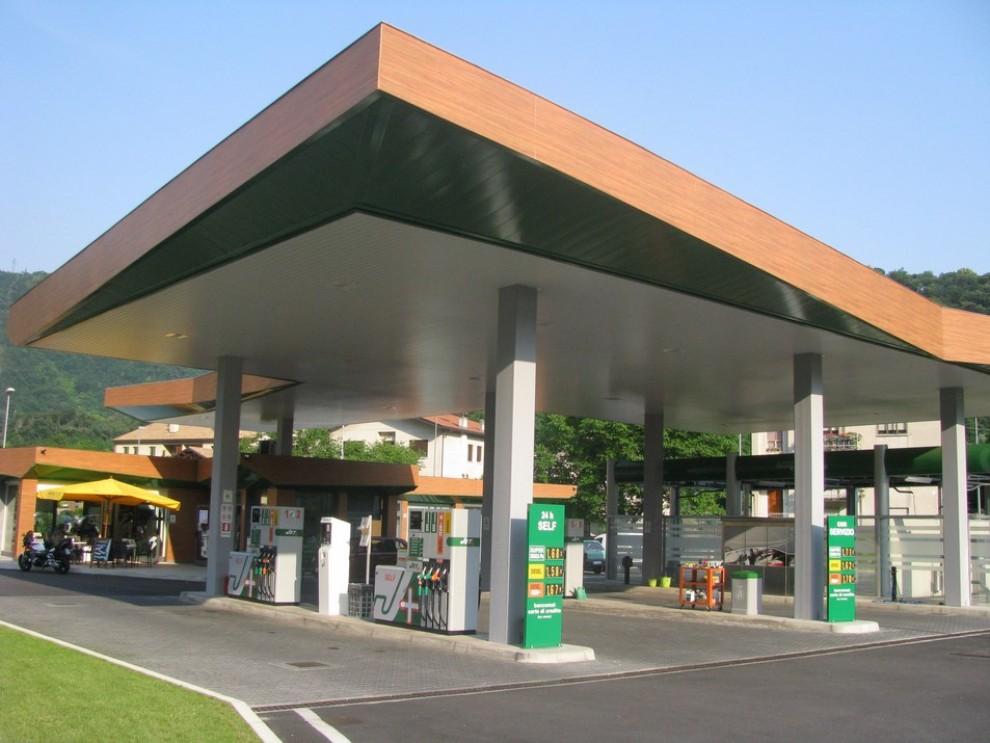 Cambio euro-dollaro, previsti rialzi dei prezzi dei carburanti