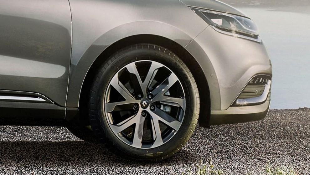 Nuovo Renault Espace, il monovolume si trasforma in ...