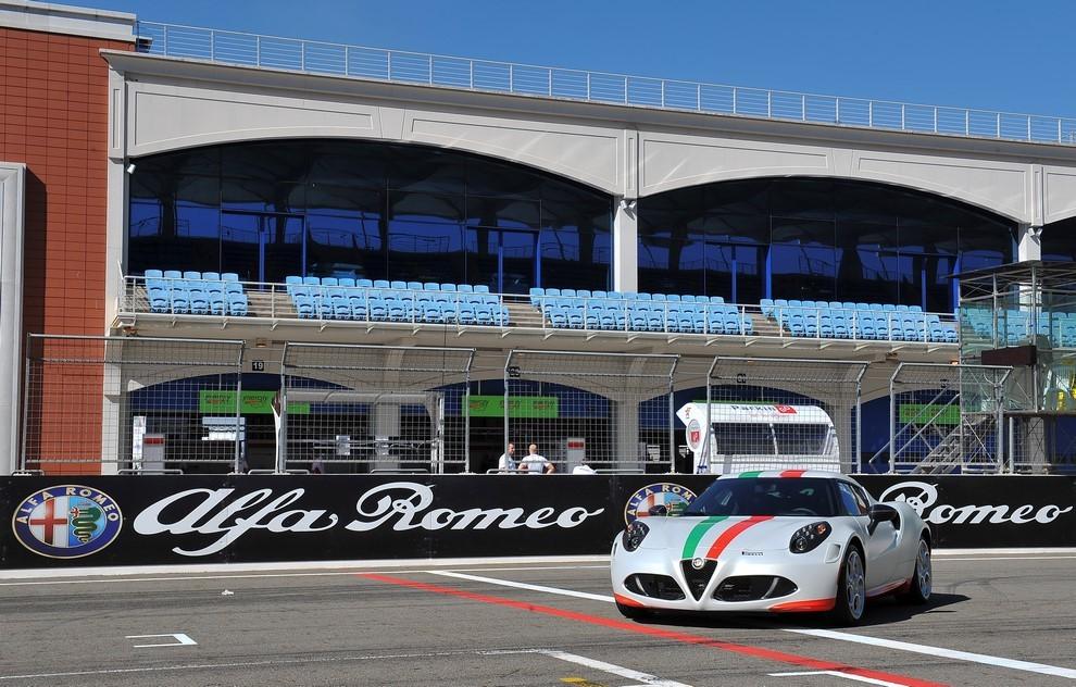 Alfa Romeo 4C, il concorso per creare la nuova livrea della Safety Car del Mondiale SBK - Foto 3 di 5