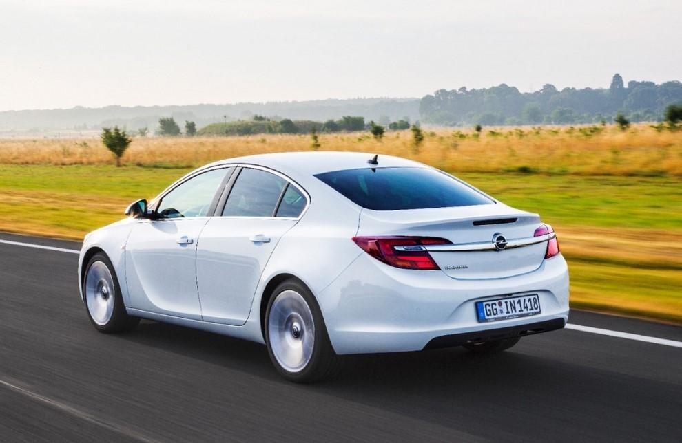 Opel Insignia: la gamma ed i prezzi del modello - Foto 12 di 14