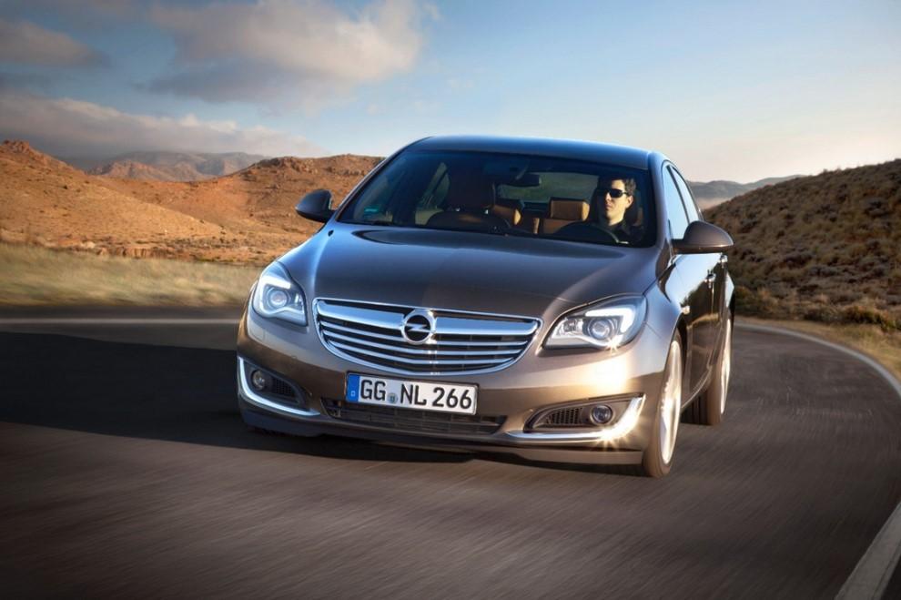 Opel Insignia: la gamma ed i prezzi del modello - Foto 13 di 14