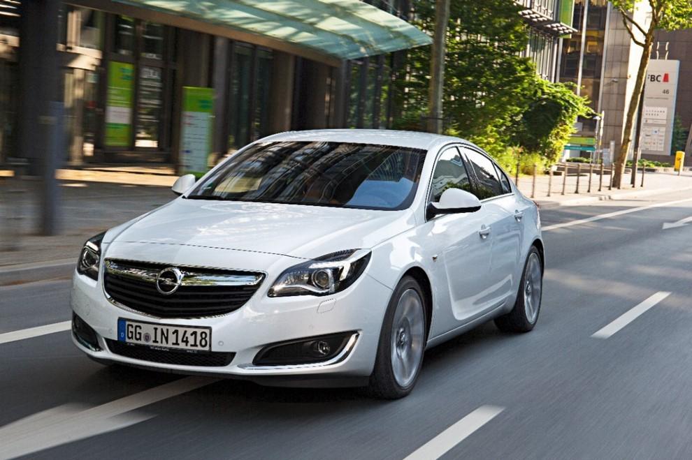 Opel Insignia: la gamma ed i prezzi del modello - Foto 10 di 14