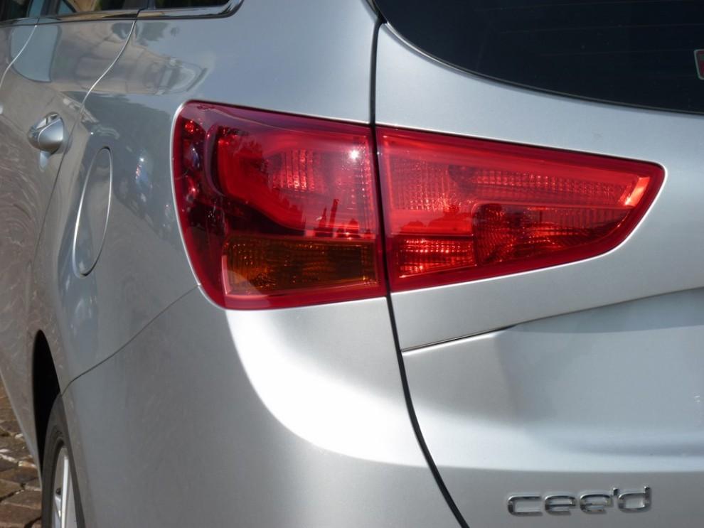 Kia Cee'd 1.6 CRDi SW 110 provata su strada - Foto 8 di 27