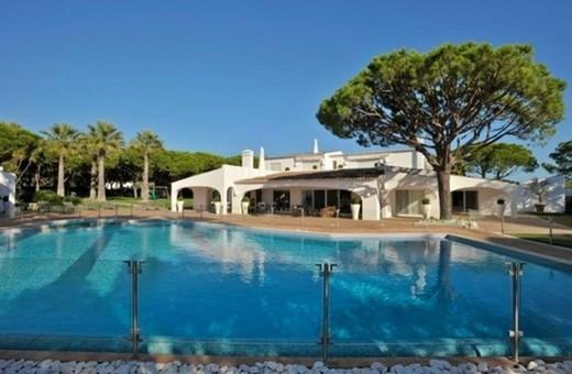 La villa del grande Ayrton Senna in Portogallo è in vendita