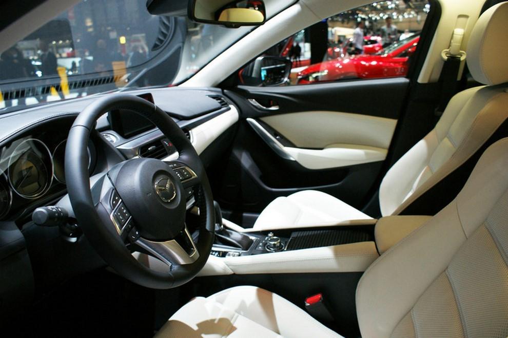 Mazda6 restyling le prime immagini - Foto 5 di 7