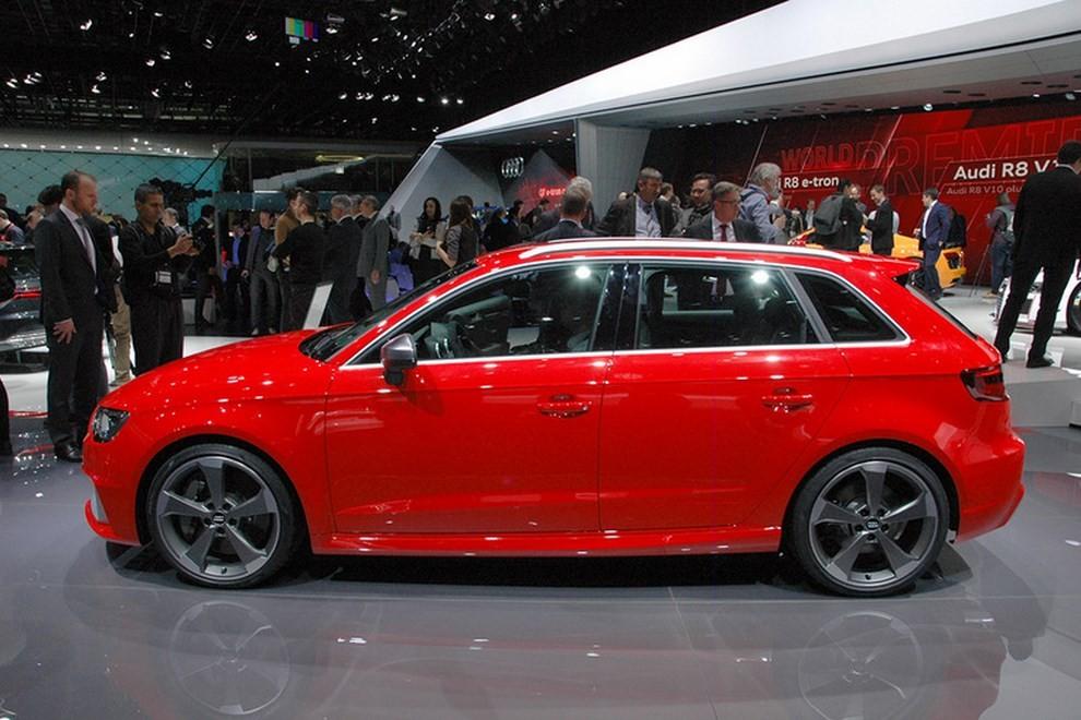 Audi RS 3 Sportback debutta la top di gamma dell'Audi A3 - Foto 2 di 11