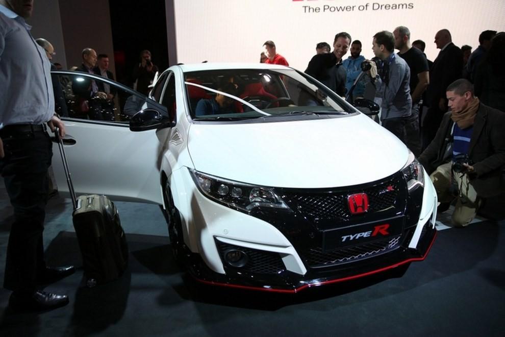 Honda Civic Type R prezzo e dotazioni - Foto 5 di 6