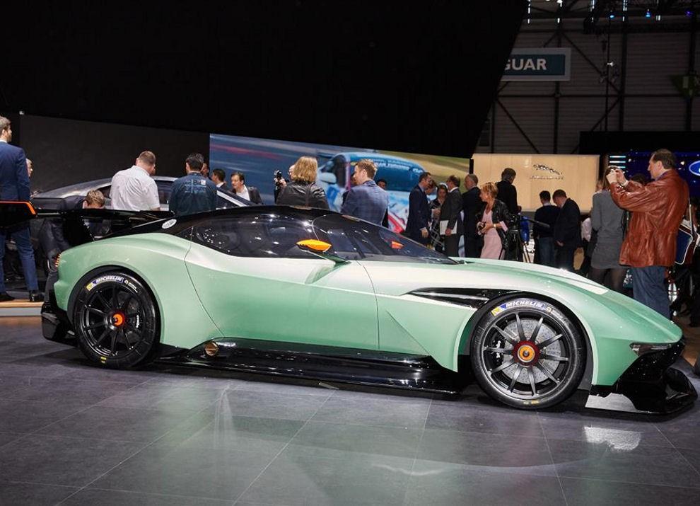 Aston Martin Vulcan prime immagini ed informazioni - Foto 4 di 11