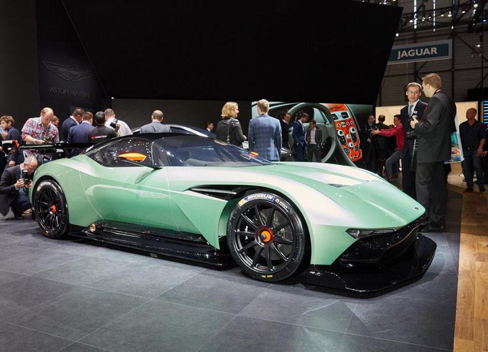Aston Martin Vulcan prime immagini ed informazioni - Foto 8 di 11