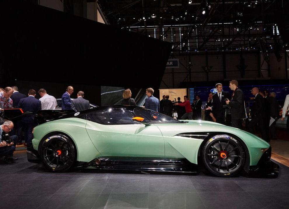 Aston Martin Vulcan prime immagini ed informazioni - Foto 10 di 11