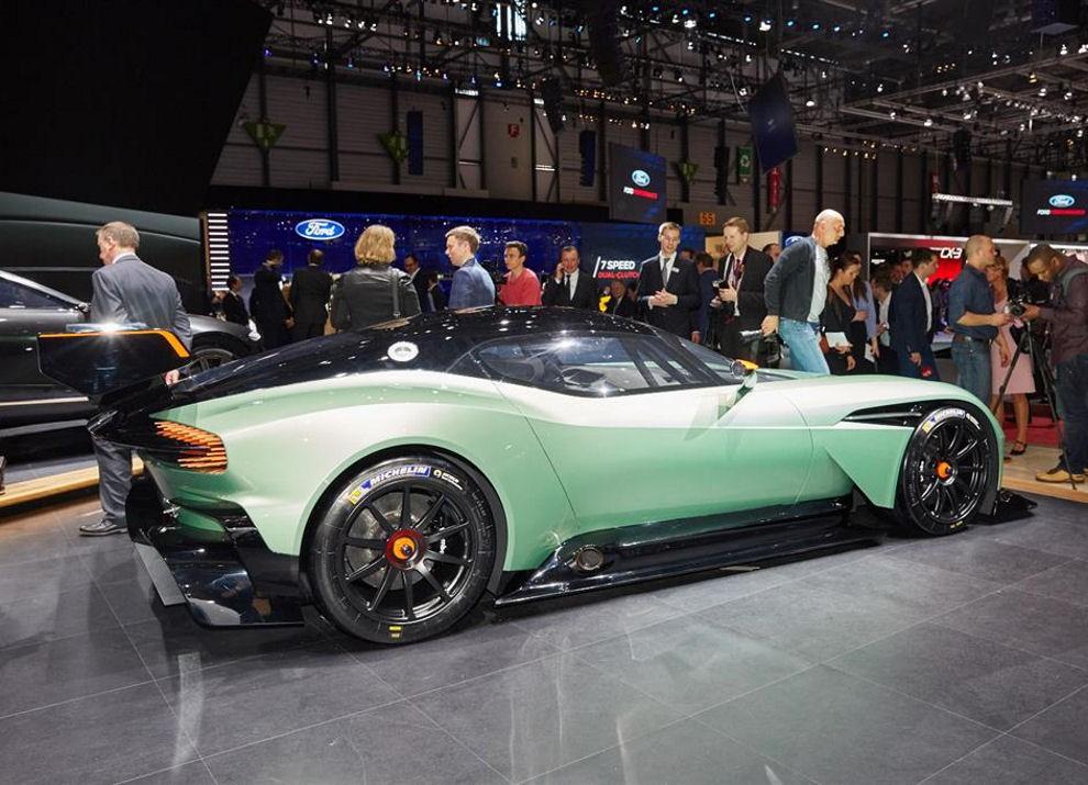 Aston Martin Vulcan prime immagini ed informazioni - Foto 6 di 11