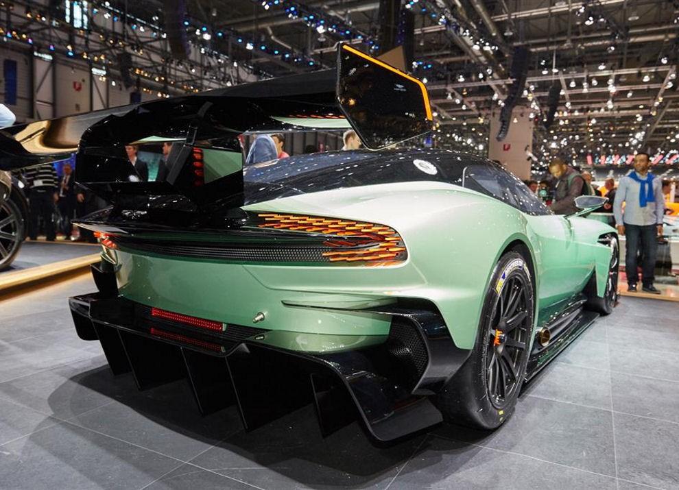Aston Martin Vulcan prime immagini ed informazioni - Foto 9 di 11