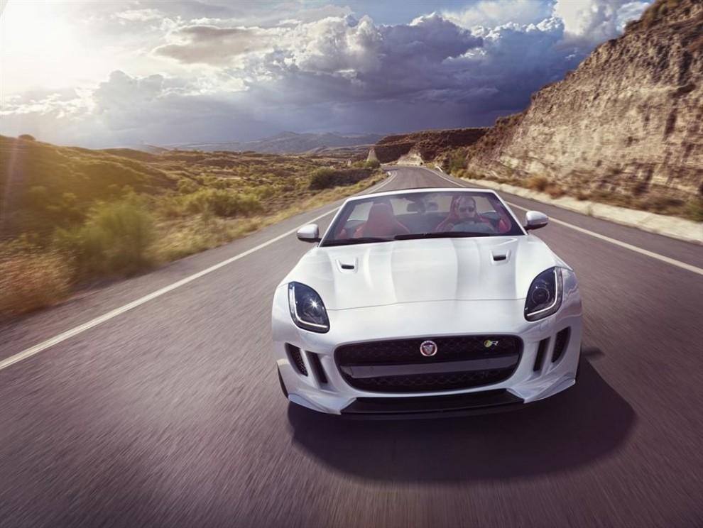 Jaguar F-Type AWD prova su strada della sportiva a trazione integrale - Foto 10 di 11