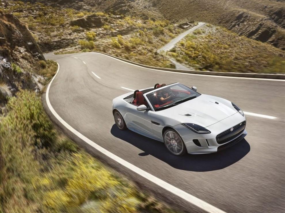 Jaguar F-Type AWD prova su strada della sportiva a trazione integrale - Foto 11 di 11