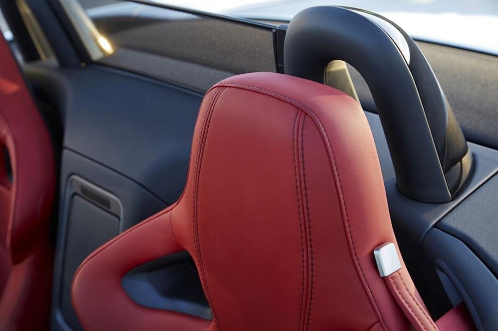 Jaguar F-Type AWD prova su strada della sportiva a trazione integrale - Foto 2 di 11