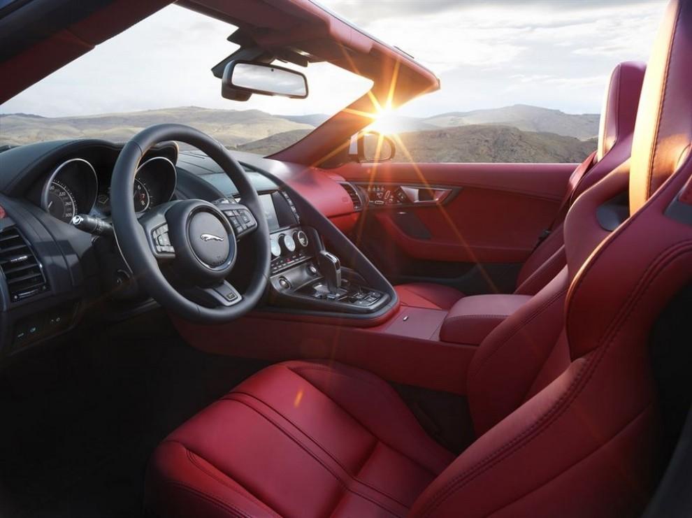 Jaguar F-Type AWD prova su strada della sportiva a trazione integrale - Foto 3 di 11