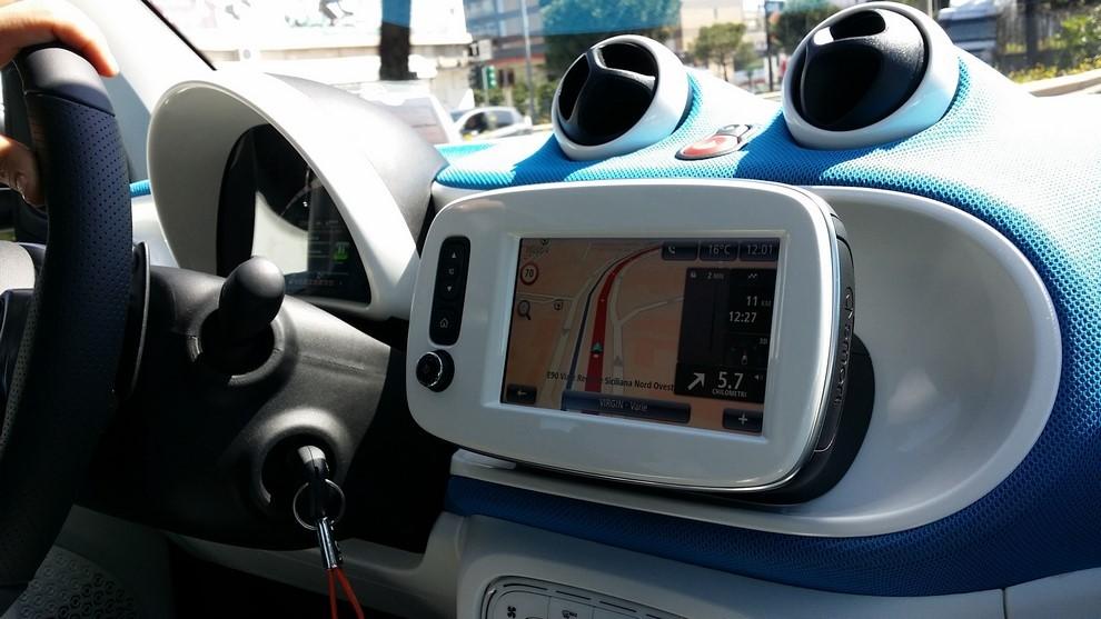 Smart Fortwo Twinamic, prova su strada della versione con cambio automatico - Foto 15 di 19